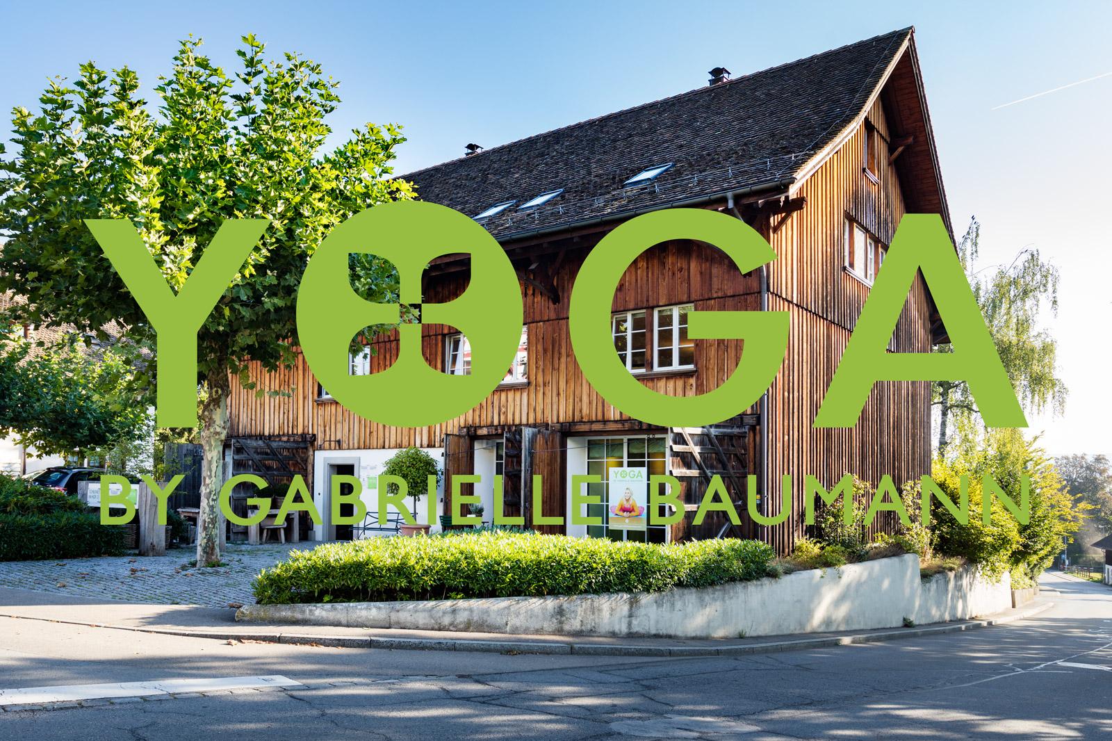 Yogaschule Kilchberg: Aussenansicht mit Logo